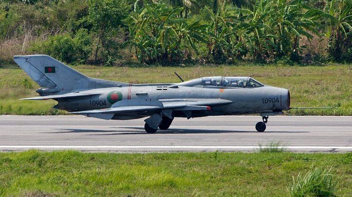 টাঙ্গাইলে বিমান বাহিনীর জেট ফাইটার বিধ্বস্ত, পাইলটের মৃত্যু