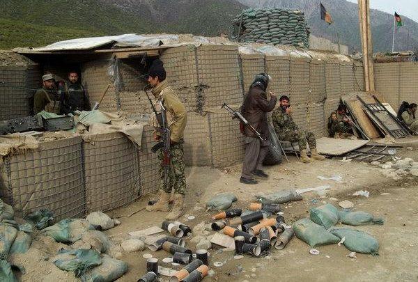 আফগানিস্তানে সেনা চৌকিতে তালেবান