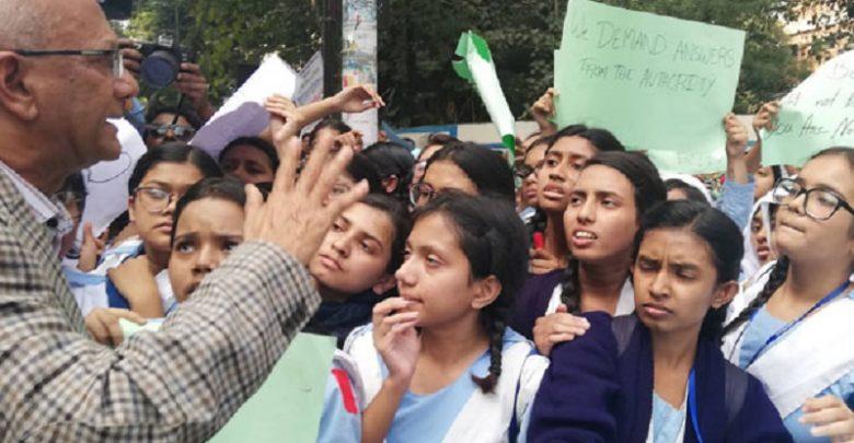 ভিকারুননিসার প্রধান শিক্ষক সাময়িক বরখাস্ত, শিক্ষার্থীদের আন্দোলন অব্যাহত
