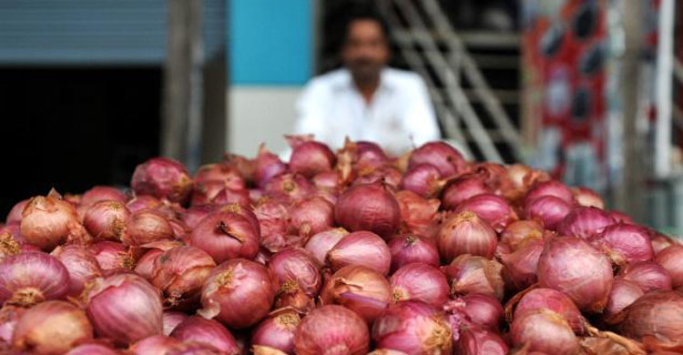 Photo of চাঁদপুরে মজুদ রেখে বাড়ানো হচ্ছে পেঁয়াজের দাম