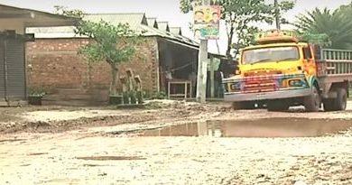 Photo of হালুয়াঘাটে বাঁধাগ্রস্থ রাস্তা নির্মাণ কাজ