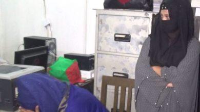 Photo of প্রবাসীর কাছ থেকে অর্থ হাতিয়ে নেয়ার অভিযোগে ২ছাত্রী আটক