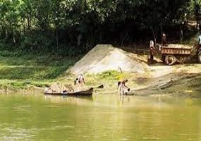 Photo of মহানন্দা নদীর মাটি ও বালি বিক্রি