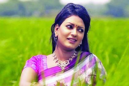 Photo of বইমেলায় অভিনেত্রী শম্পা হাসনাইনের দুটি উপন্যাস