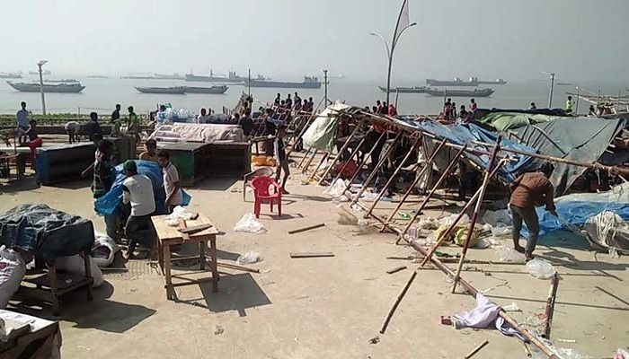 Photo of পতেঙ্গা সমুদ্র সৈকত পাড়ে অবৈধ স্থাপনা উচ্ছেদ