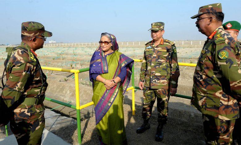 Photo of নোয়াখালীর স্বর্ণদ্বীপে সেনাবাহিনীর মহড়াতে প্রধানমন্ত্রী