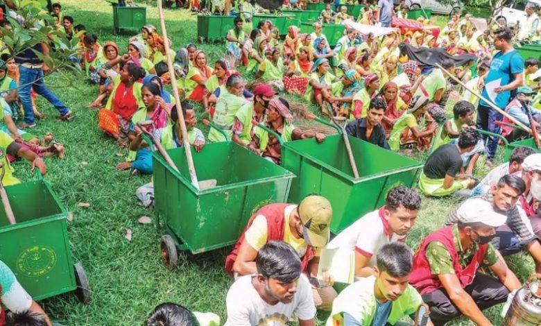 Photo of করোনা ঝুঁকিতে রাজধানীর পরিচ্ছন্নতা কর্মীরা