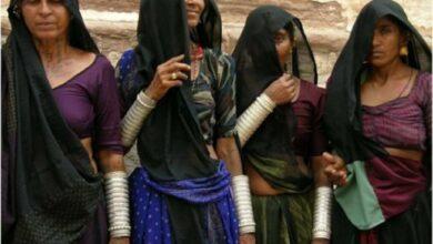 Photo of 'রুদালি': মৃত মানুষের বাড়িতে কান্না যাদের পেশা