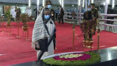 Photo of বঙ্গবন্ধুর প্রতিকৃতিতে প্রধানমন্ত্রীর শ্রদ্ধা