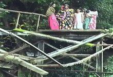 Photo of সেতুটির বেহাল দশায় বিপাকে দুই গ্রামের মানুষ