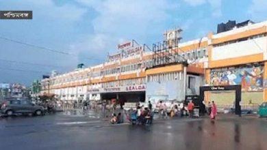 Photo of ঢাকের শব্দে মাতেনি এবার শিয়ালদাহ স্টেশন